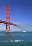 Foto, Bild: Pylon der Golden Gate Bridge mit Nebel