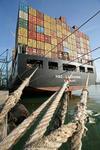 Containerschiff MSC LAUSANNE mit Tauen am Kai im Port of Barcelona, el Port de Barcelona