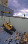 Baumaschinen werden aus dem Mehrzweckfrachter (Multipurpose-Frachter, multi-purpose-ship) in Brisbane entladen