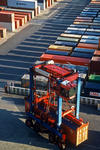 Containerlager (container storage, container depot) mit Van Carrier (Straddle Carrier, Portalhubwagen) in Hamburg