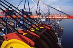 Containerbrücke mit Winden und Stahlseilen am CTA Container Terminal Altenwerder Hamburg vom Ausleger der Containerbrücke aus