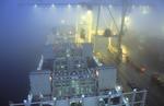 Die seitlichen Faltlukendeckel des Containerschiffs sind geöffnet im Port of Montreal, Port de Montreal