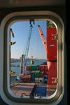 Blick aus dem Eignerraum auf den bordeigenen Kran im Port of Rio Grande, Porto do Rio Grande do Sul, Brasilien