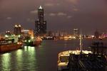 Einfahrt in den Hafen von Kaohsiung mit Tuntex Sky Tower abends auf einem Gastanker, Port of Kaohsiung, Taiwan