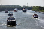 Schiffe (mit PASSAAT und ALCEDO und ZEEZAND EXPRESS) im Nord-Ostsee-Kanal