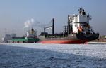 Auflieger HANSA LIMBURG in Hamburg an den Dalben in der Elbe bei Eisgang