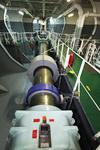 sichtbarer Teil der Welle,  Antriebswelle (drive shaft, propeller shaft) im Maschinenraum