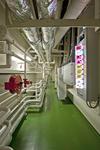 Passageway (Kellergang) vom Deckshaus zum Maschinenraum beim Großcontainerschiff