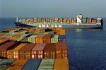 Toter Winkel durch die Containerstapel wird bei den beiden Containerschiffen deutlich