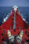 Vorschiff mit Schiffsbrücke des Tankers (Chemikalientanker, Produkttanker) und Festmacherwinschen vom Bug aus