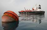 Tanker (LPG-Tanker, LPG Carrier) QUEEN ZENOBIA an der Anlegeboje vor dem Port of Iskenderun, Türkei