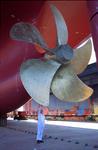Schiffspropeller, Schiffsschraube wird überprüft bei Blohm + Voss Repair