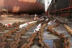 Ankerkette erhält im Dock einen neuen Anstrich bei Blohm + Voss Repair