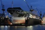 Containerschiff erhält im Dock einen neuen Anstrich bei Blohm + Voss Repair