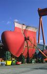 Bugsegment mit Wulstbug eines Containerschiff-Neubaus wird außerhalb des Docks fertiggestellt auf der Hyundai Heavy Industry Shipyard Ulsan
